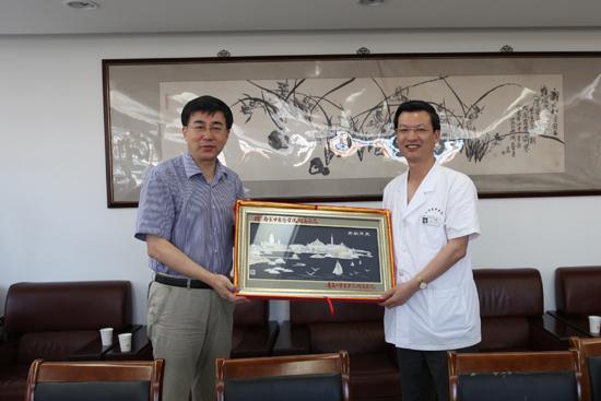 青岛大学医学院附属医院王新生院长一行来院访问交流